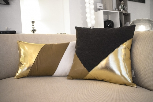 black-gold-pillow-2-zoom
